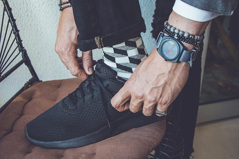 homem usando meia