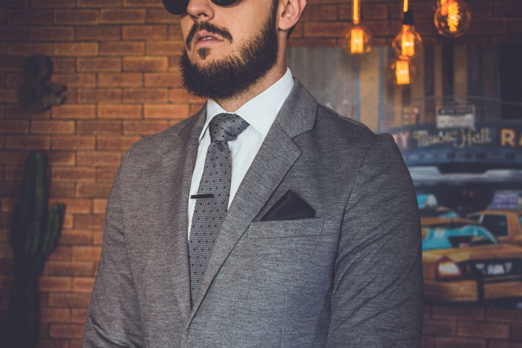 homem usando gravata