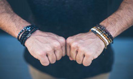 Acessórios com pedras: conheça a tendência entre os homens