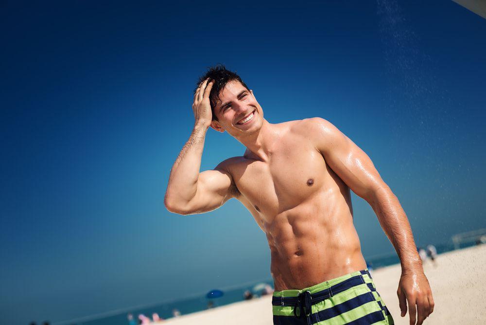 fc8370f578 Moda praia masculina  o que vestir na próxima estação